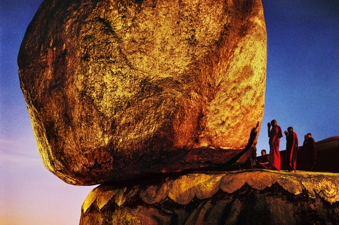 steve mccurry Monks Praying at Golden Rock