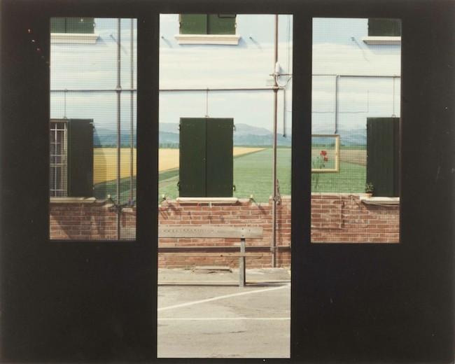 17.Luigi-Ghirri_San-Giovanni-in-Persiceto_1991-1992_Ciclo-Pittorico-di-Piazza-Betlemme_29X23cm_opaca-senza-bordo_Courtesy-Galleria-Poggiali-e-Forconi.jpg-650x520