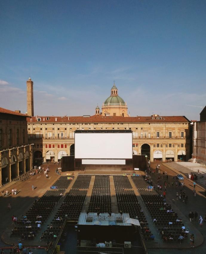 bologna-piazza-maggiore-cinema